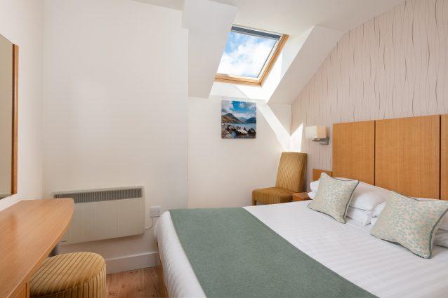 Lodgeinthe Vale room12